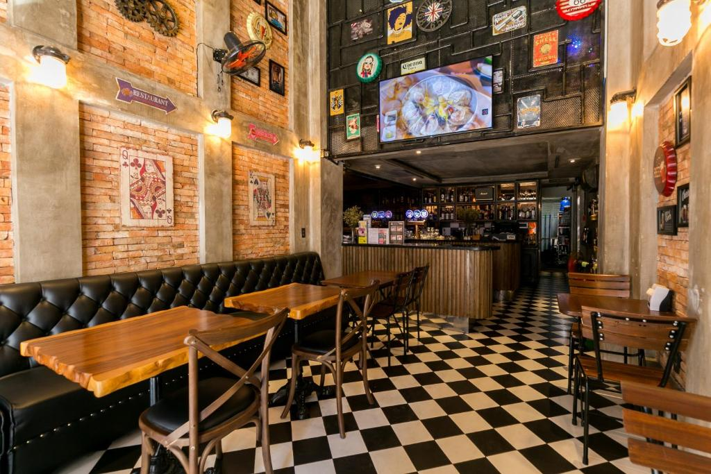 Oyo 438 Small Bay Hotel Ho Chi Minh City Vietnam Booking Com