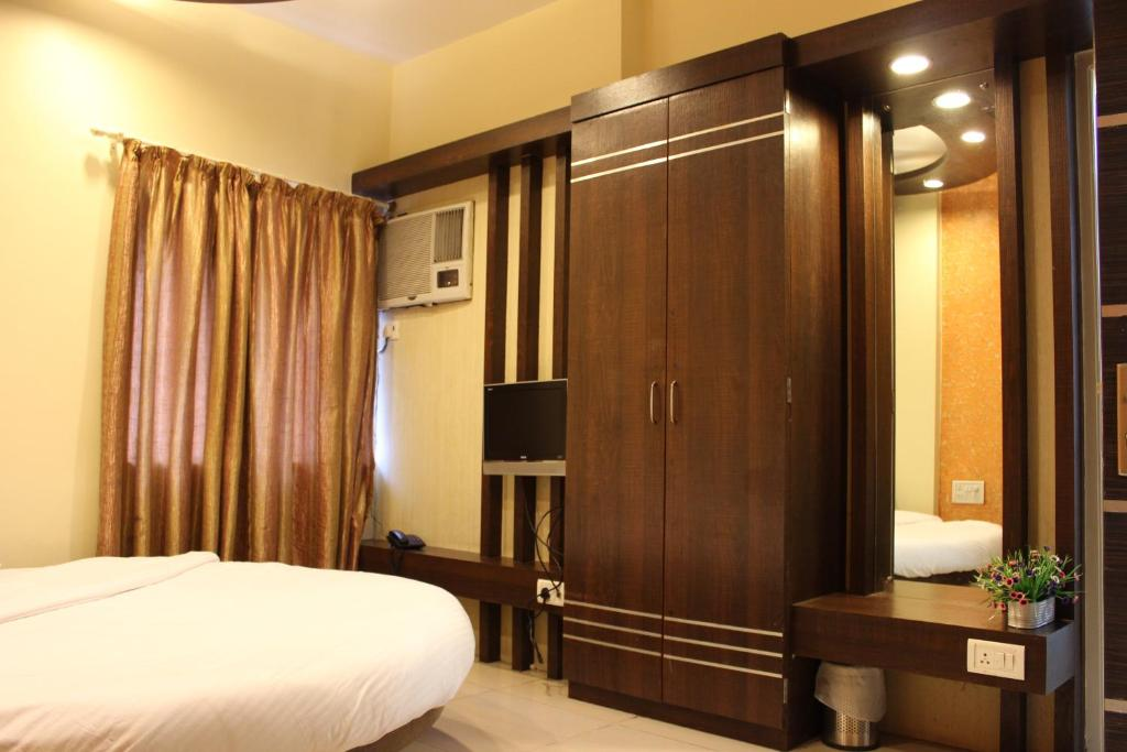 Hotel Sunny Mid Town Mahabaleshwar India Booking Com