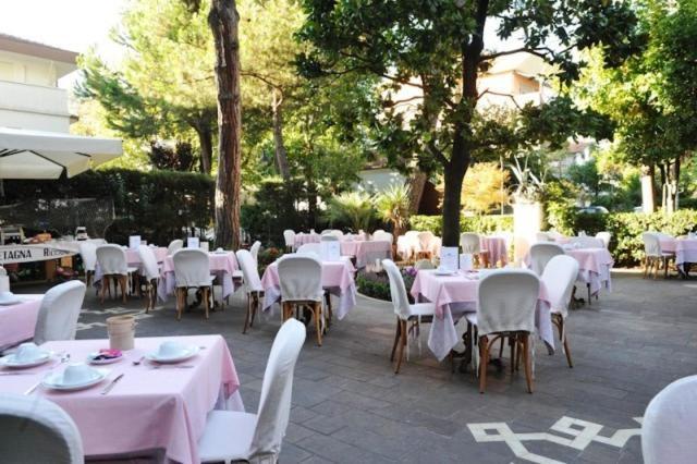 Hotel Gran Bretagna Riccione Italy Booking Com