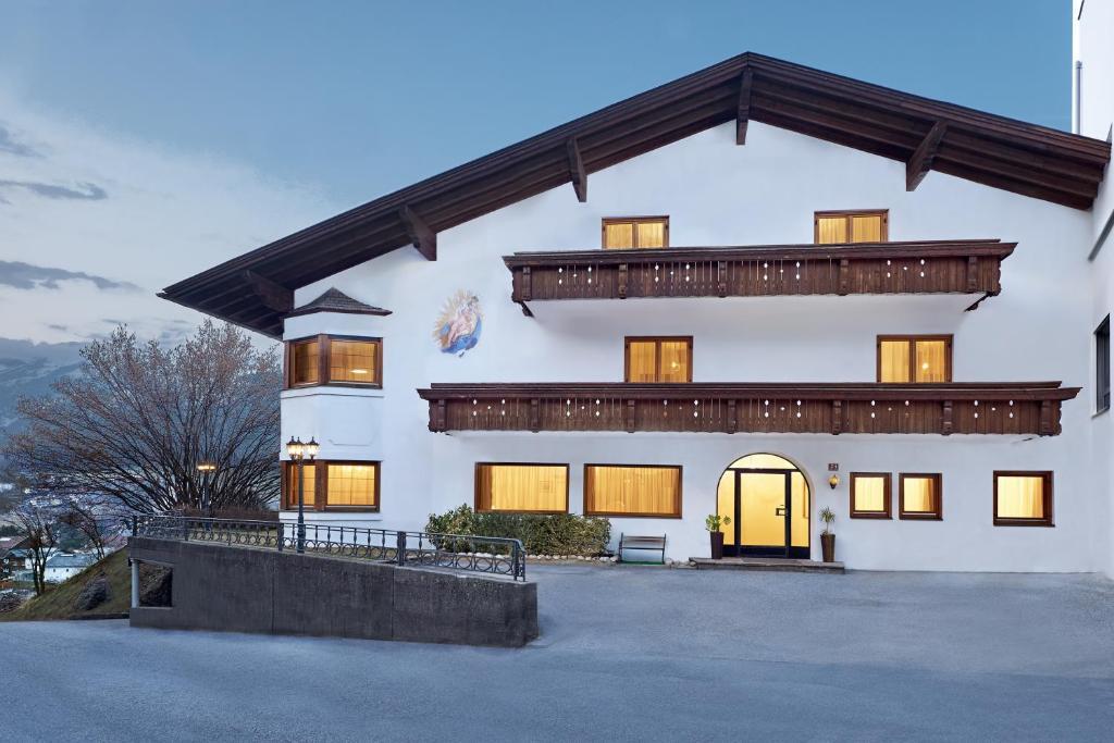 Guesthouse Muttererhof Innsbruck Austria Booking Com