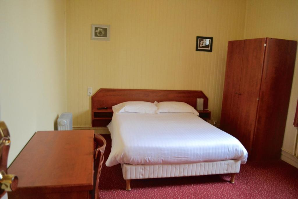 Grand Hotel De La Gare Evreux France Booking Com