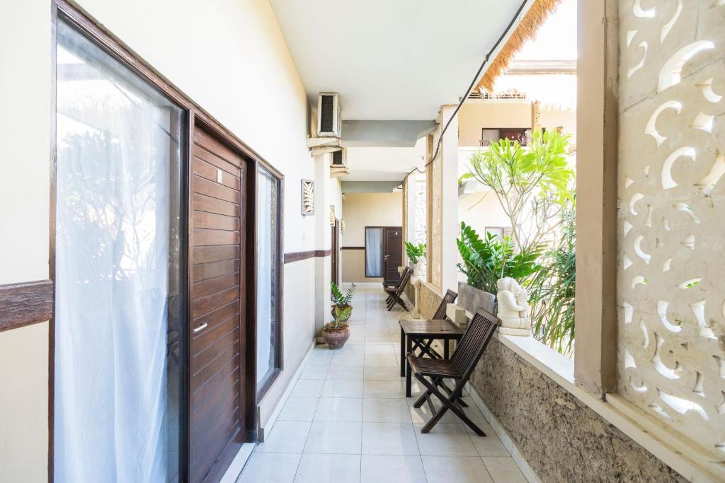 Guesthouse Reddoorz Bakung Sari Kuta 2 Indonesia