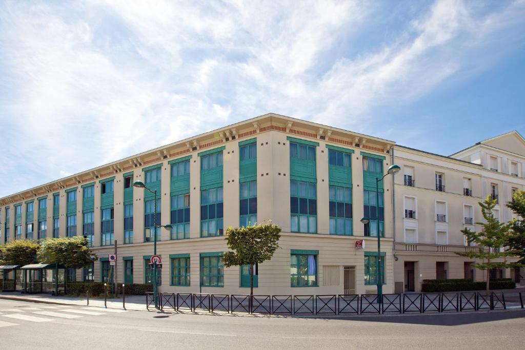 Condo Hotel Sejours Rive Gauche Serris France Booking Com
