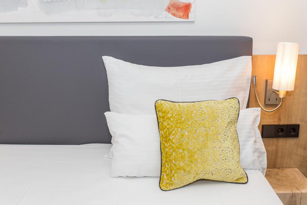 Hotel Goldenes Rad Ulm Germany Booking Com