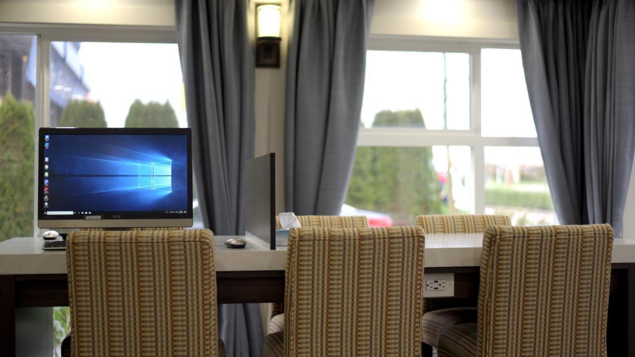 Hotel Peace Arch Inn White Rock Canada Booking Com