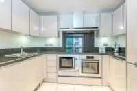 Modern 2 Bedroom Apartment with Balcony, London, Anh ...