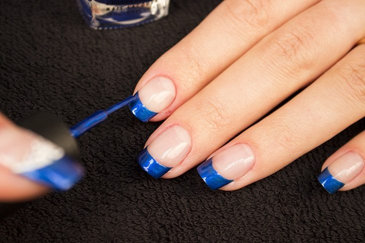 blaue French Nails stilvolle Maniküre-Ideen