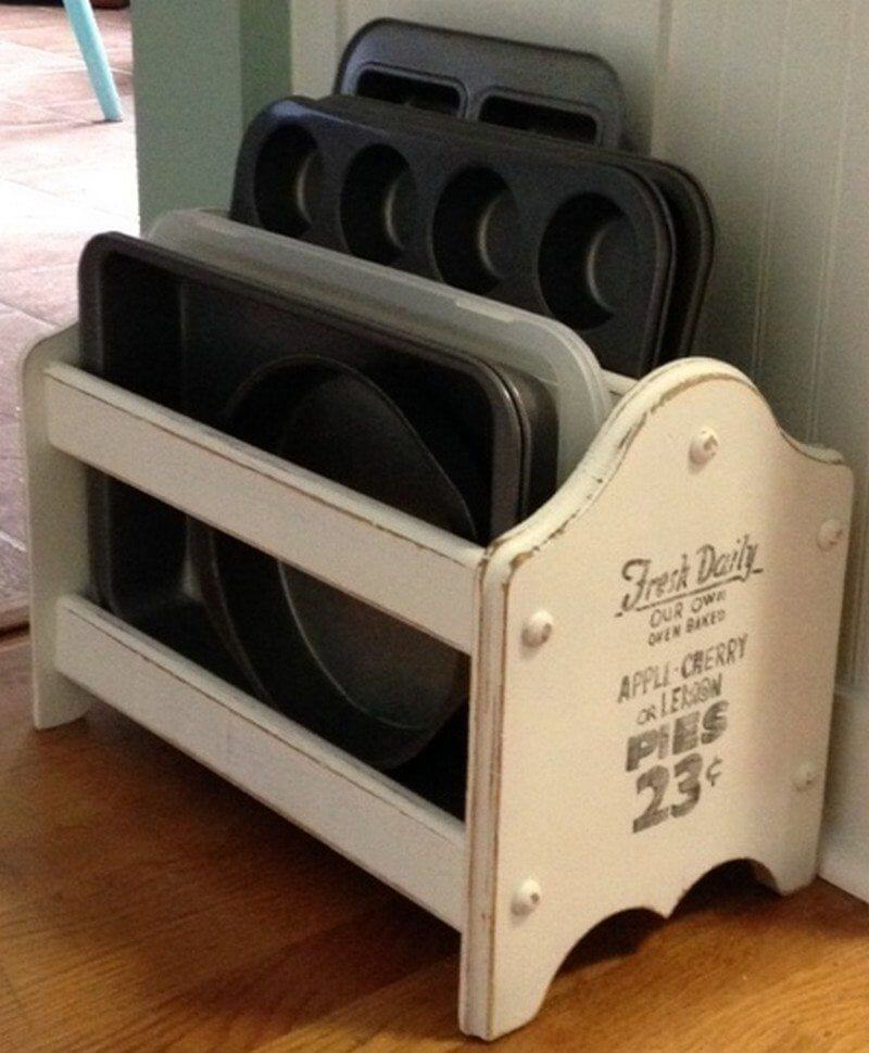 Upcycled Magazine Rack Backblechhalter