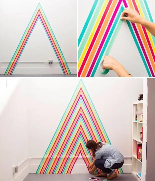 Paredes monofônicas podem e precisam decorar várias, características do estilo geral da sala, objetos. Na foto - decoração com papel colorido Scotch