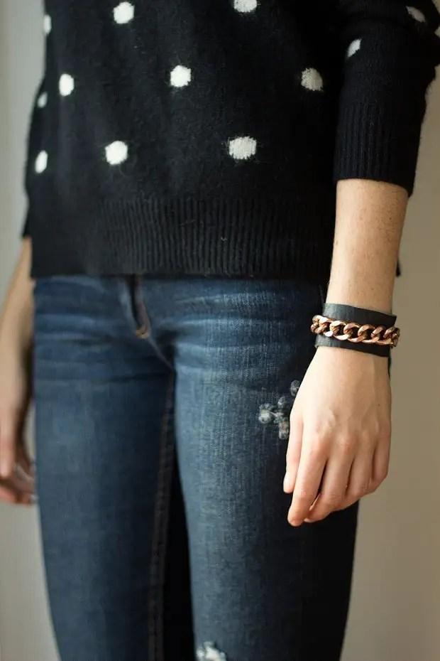革のブレスレット、シンプルから珍しいまで:3つのアイデアマスタークラス