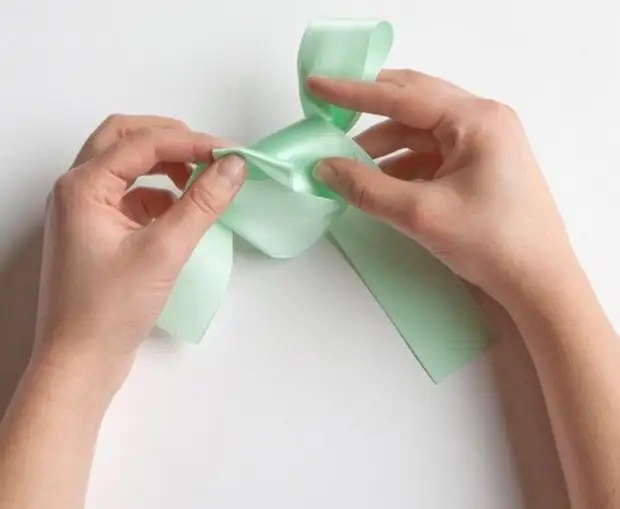 Learning to tie a chic bow for a gift