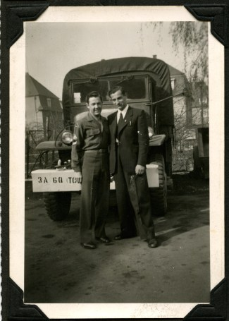 Ben-Zion poses with U.S. army soldier