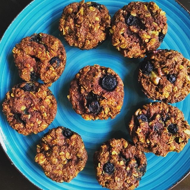 vegan blueberry turmeric breakfast muffins blue plate