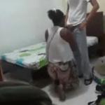 Image Vizinha é vista fazendo chupeta