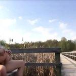 Image Novinha fazendo sexo com o namorado no parque