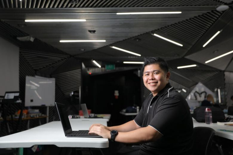 Alumni Hasbi - From hospitality sector to a Robotics trainee