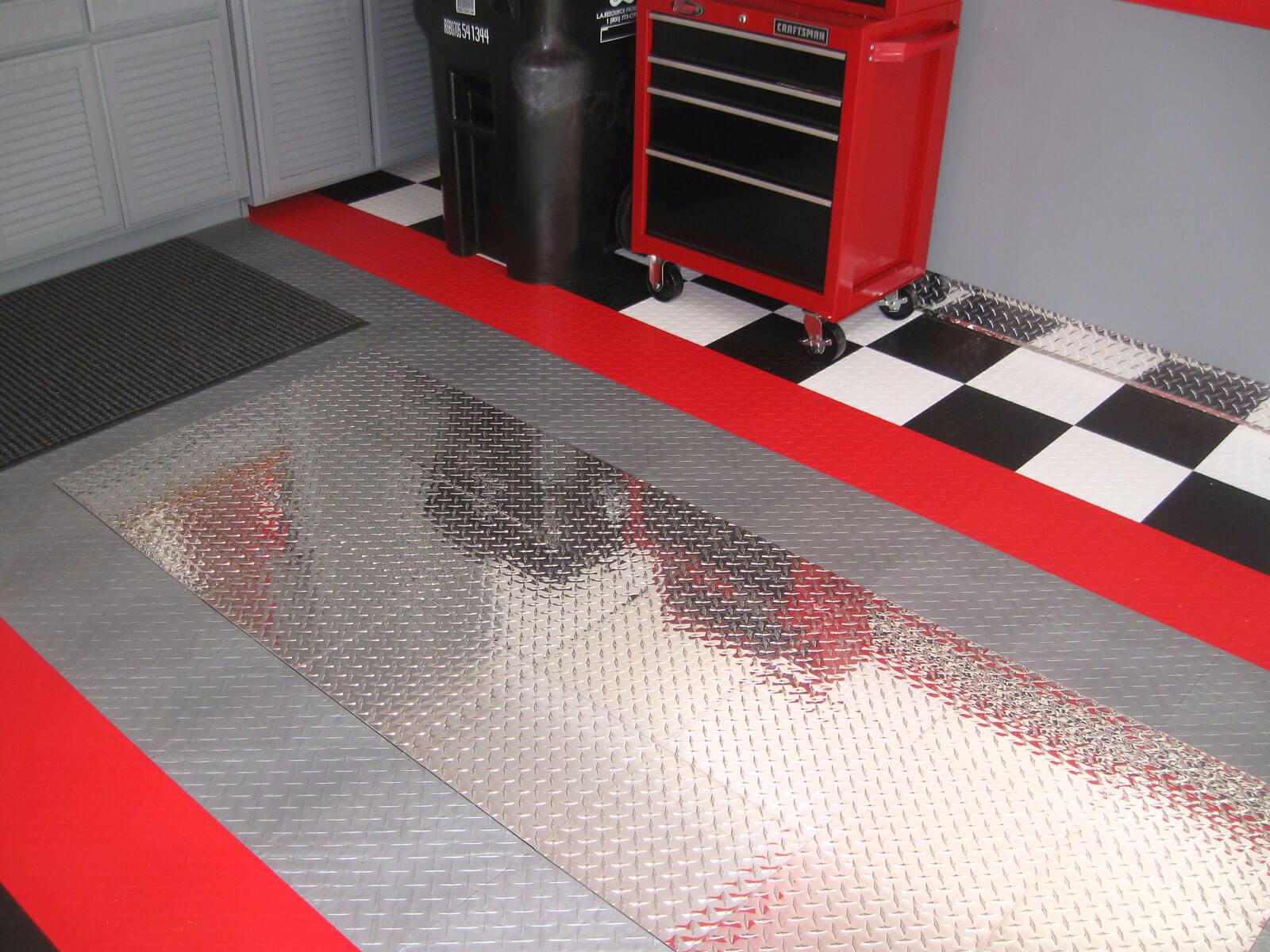 RaceDeck Pro Diamond Plate Garage Floor  Auto Show Floorint