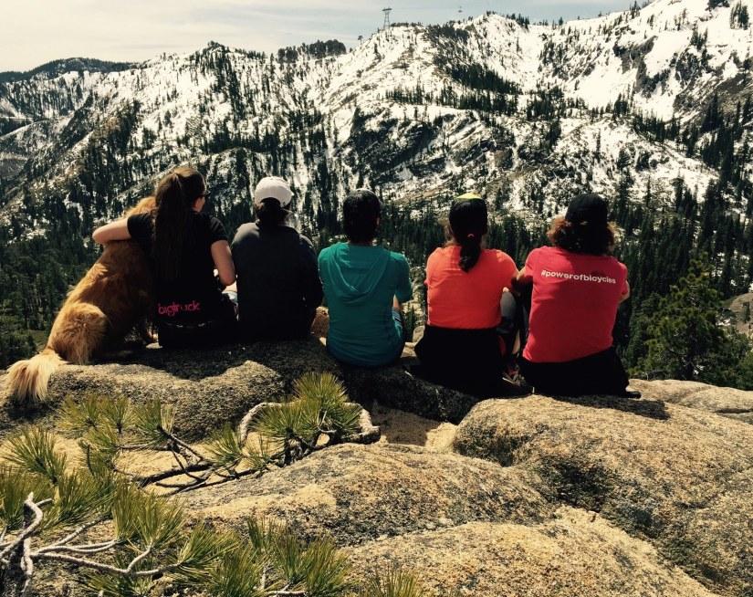 girls-on-hike