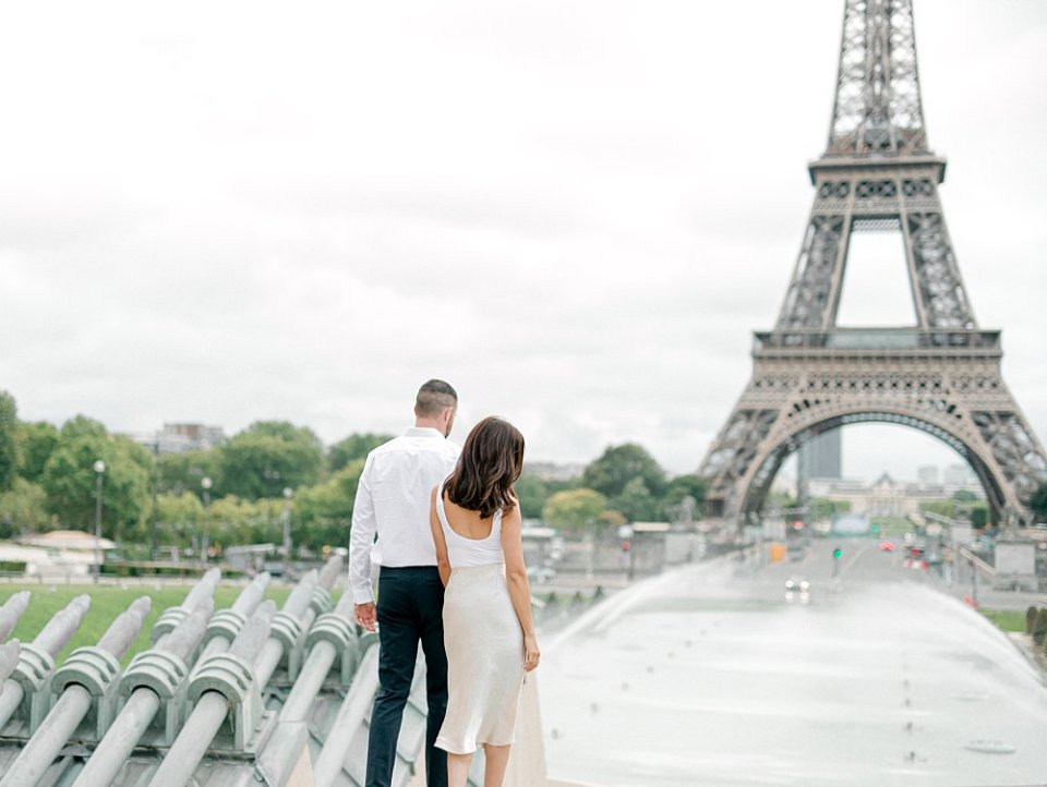 Couple walking to the Eiffel Tower