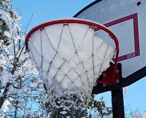 BasketballGoalSnow