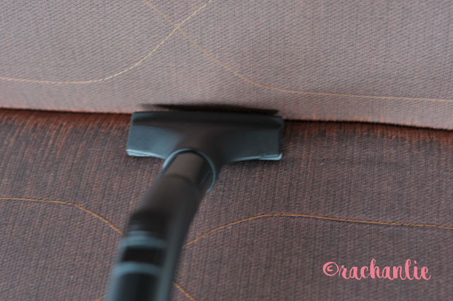 electrolux-cleaning-sofa