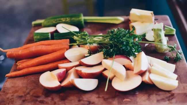Sliced apples and vegetables - Kitchen Gadgets