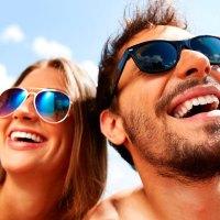 Óculos de sol são indispensáveis durante o verão