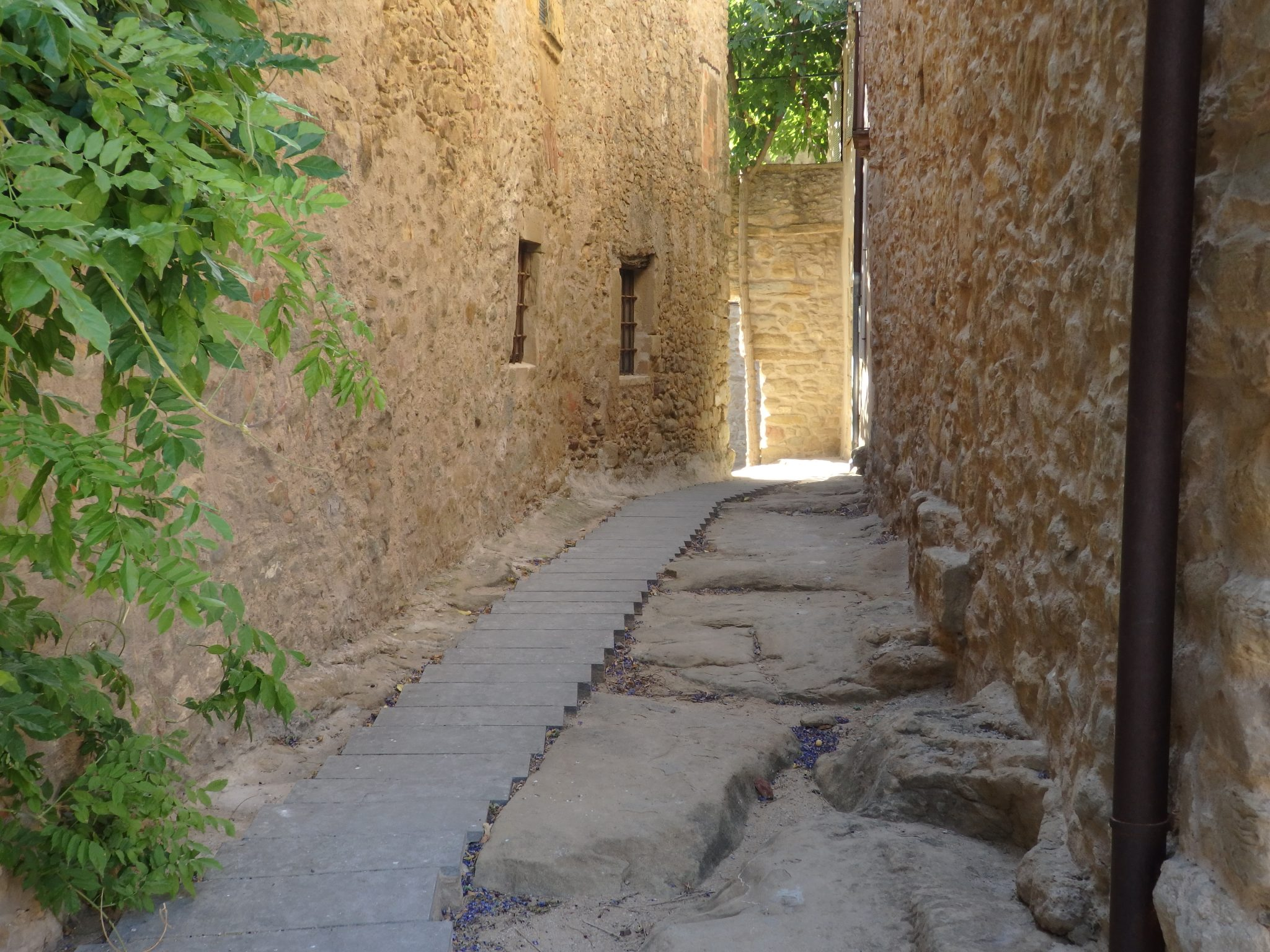 Here you can see the age of the streets in Madremanya, Baix Emporda, Spain