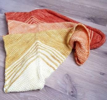 Au fur et à mesure (Gradually), Tunisian crochet shawl pattern, design Rachel Henri