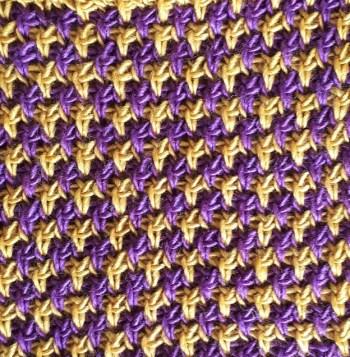 Changement de couleurs en combinant point tunisien tricot et point torse inversé