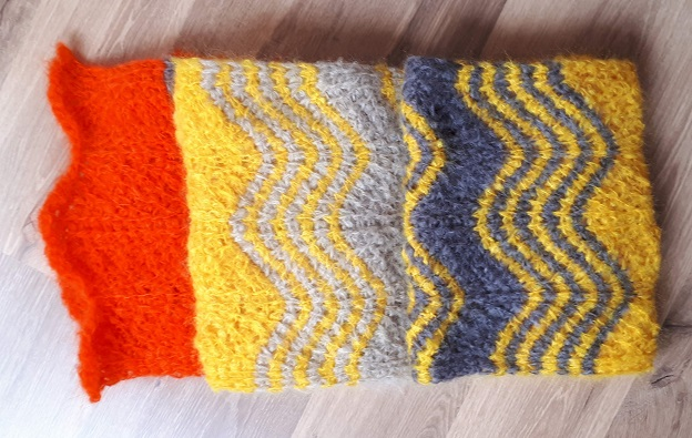 Grande écharpe au crochet tunisien, motif ondulé en éventails
