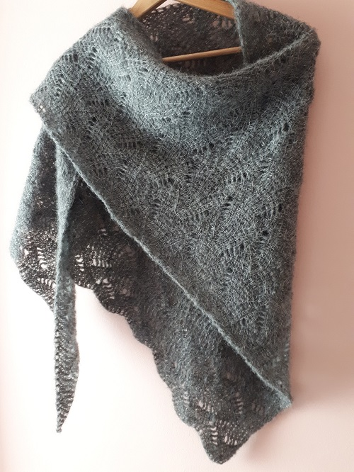 Tunisian crochet lace shawl, Vent du nord (Northern wind), design Rachel Henri