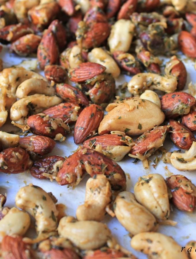 Pesto Parmesan Mixed Nuts