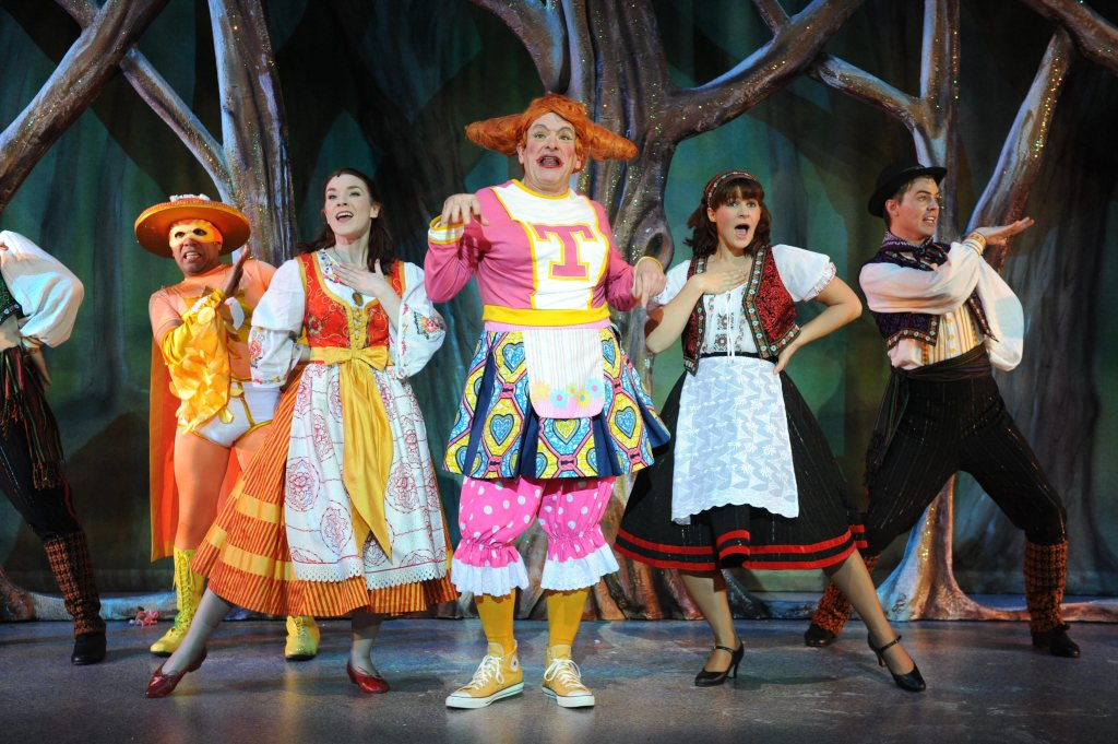 Dame, Beauty & Ensemble, Beauty & The Beast, Mercury Theatre 2011