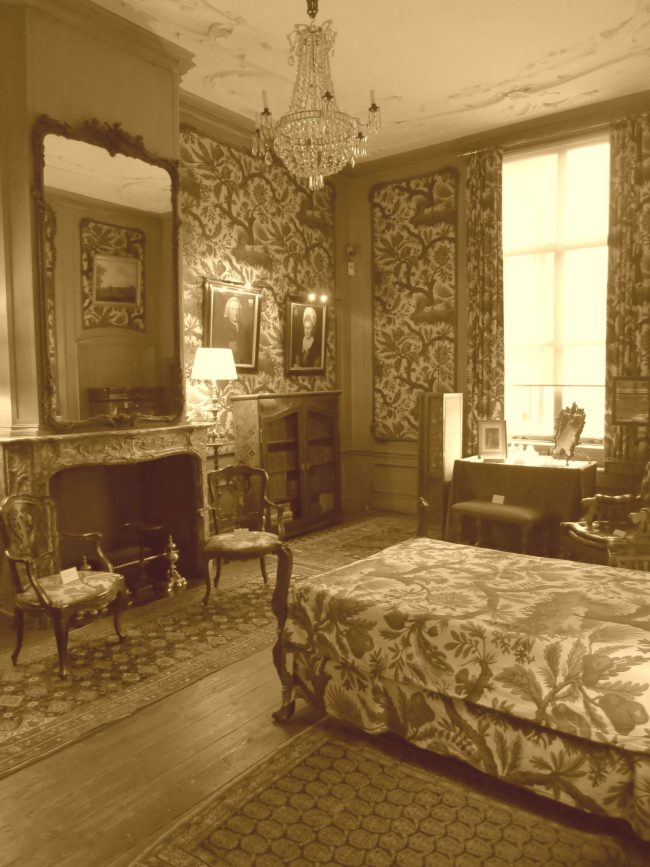 I couldn't resist making this photo sepia. Doesn't it look Victorian?