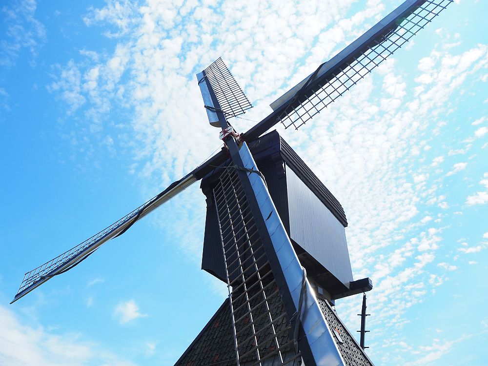 In this view we look up one of the vanes. The part of the mill that can rotate is painted black.