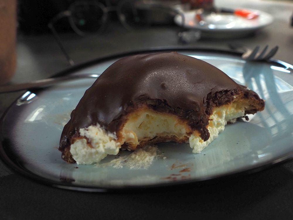Since it's half eaten, it looks quite donut-like. Dark chocolate on the outside, a light yellow cream inside.