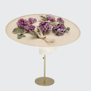 Large disc with roses and bows