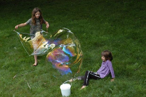 Giant bubble tutorial. [Clean.]