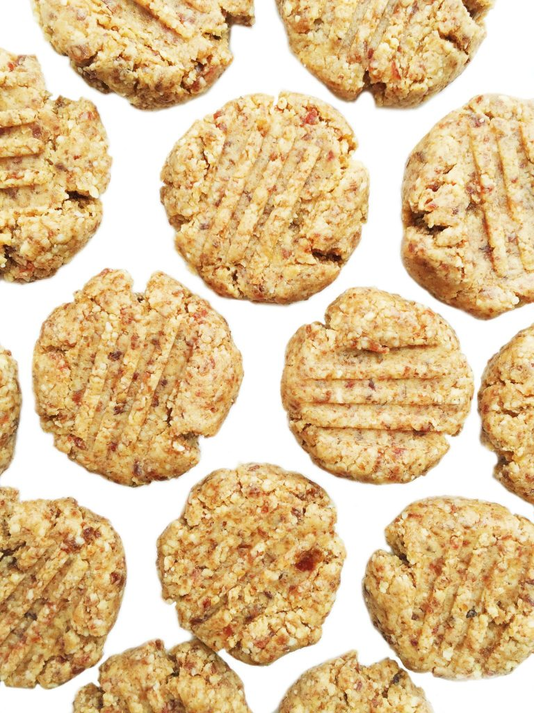 4-ingredient Raw Almond Butter Cookies