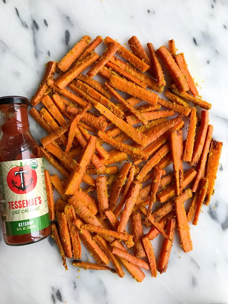 Crispy Whole30 Carrot Fries for an easy, deices and healthy veggie dish to enjoy!