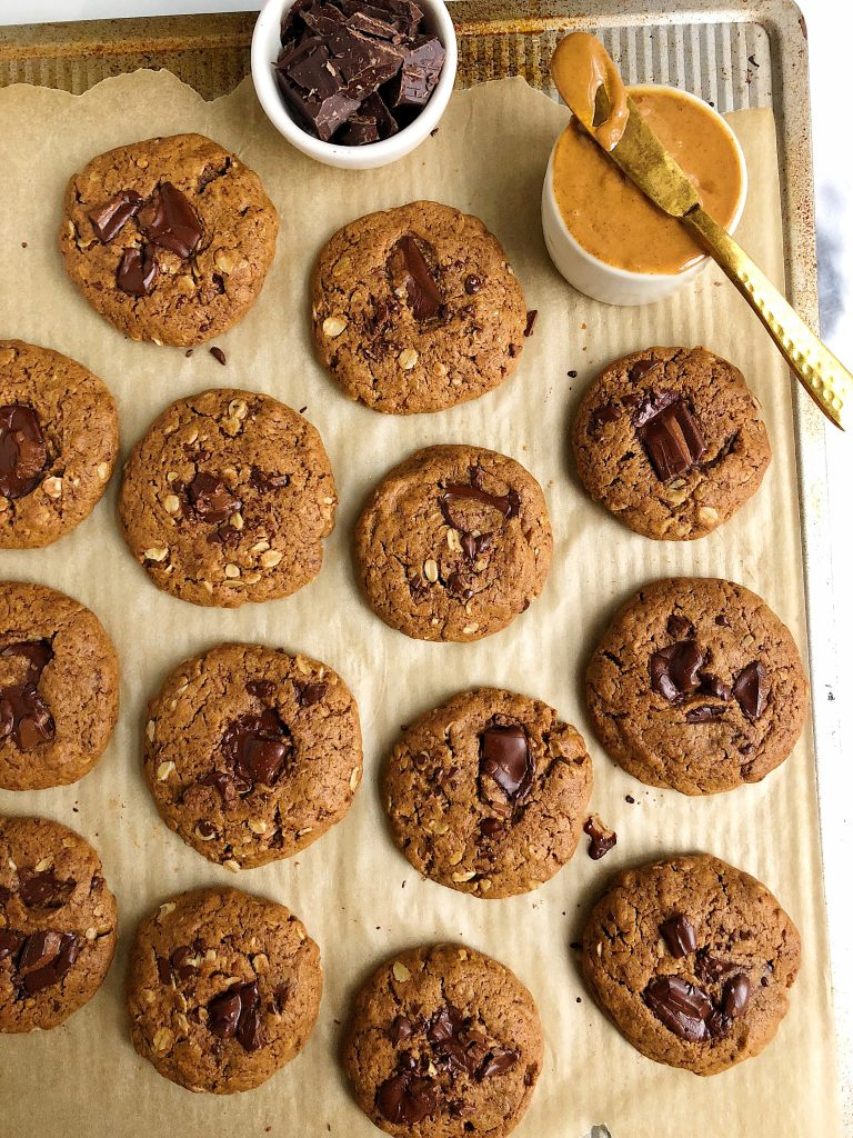 The Easiest Chocolate Chunk Oatmeal Cookies made with all gluten-free, egg-free and dairy-free ingredients for a quick and easy healthy oatmeal cookie recipe!