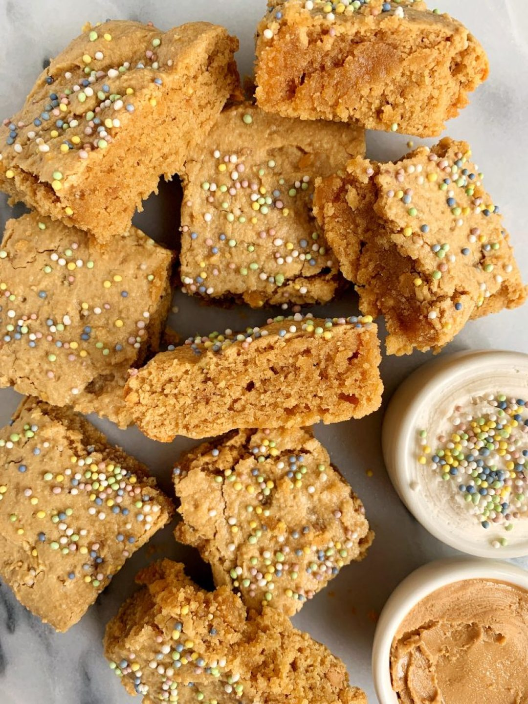 5-ingredient Cake Batter Blondies made with all gluten-free, grain-free and dairy-free ingredients for an easy and healthy paleo funfetti blondie!