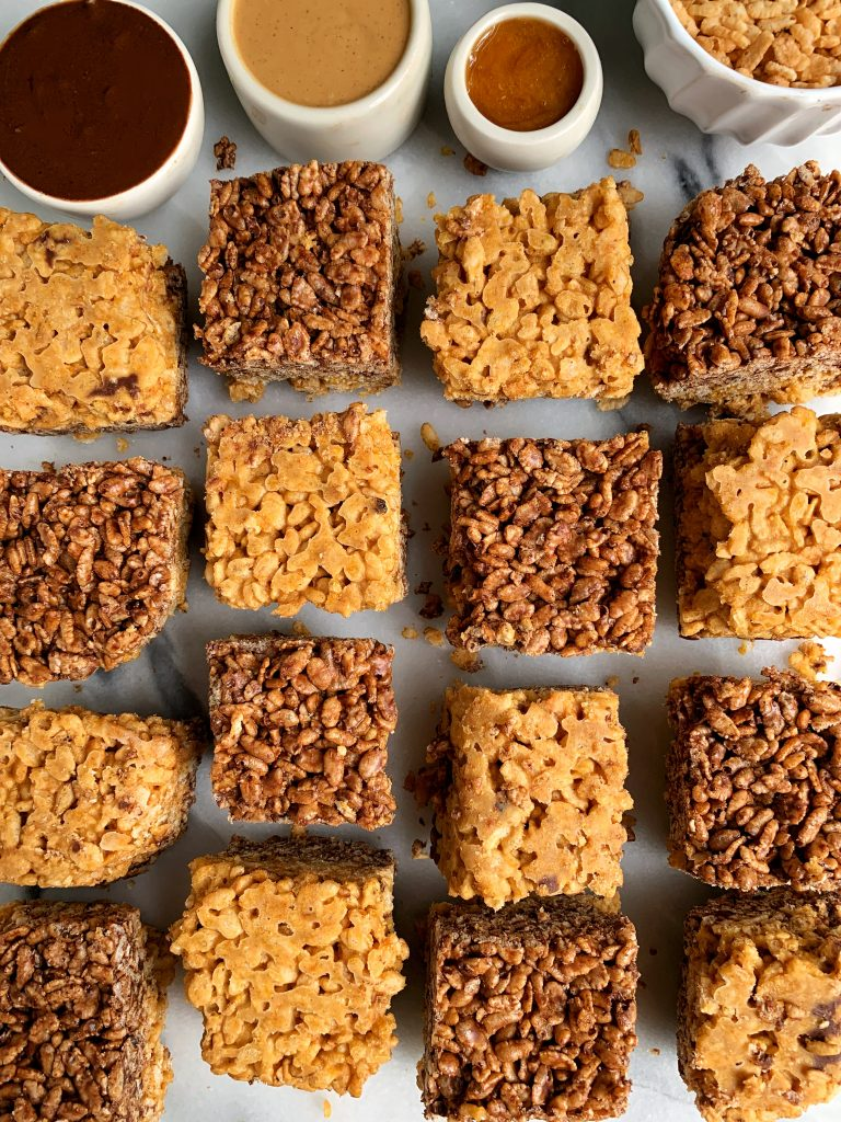 Peanut Butter Cup Pumpkin Rice Crispy Treats made with no marshmallows! An easy and healthy rice crispy treat recipe with a fun fall twist.