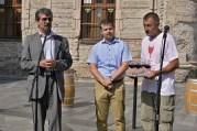 Slávnostné otvorenie festivalu s primátorom Ftáčnikom, starostom Pilinským a šéfom vinohradníckeho spolku Dušanom Žitným.