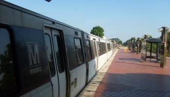 commuter rail metra kenosha racine milwaukee train