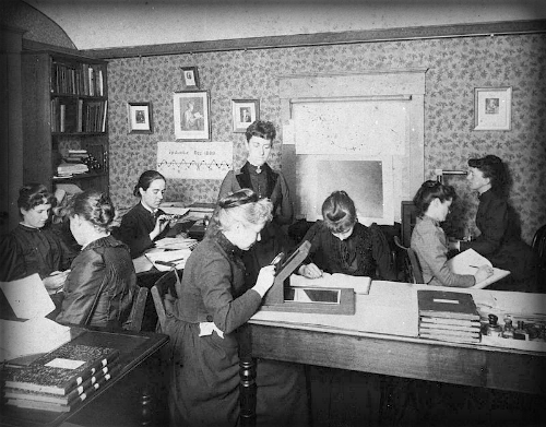 Female Astronomers: Edward Charles Pickering's Harvard College Observatory.