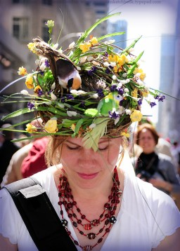 Easter Bonnet At Parade. Photo:http://historymaniacmegan.com