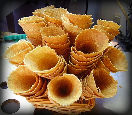 Ice Cream Cones; Eiswaffeln. Image: Kamel15.