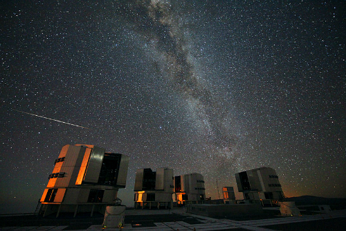 Perseids Over VLT, 2010. Image: http://www.eso.org/public/images/potw1033a/